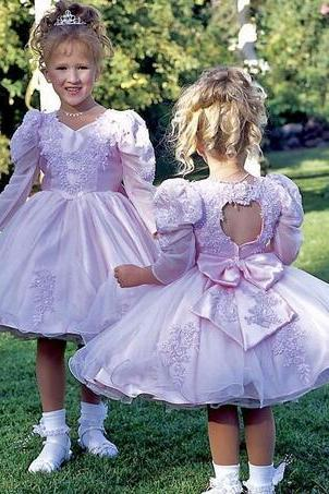 Vintage Princess Flower Girls Dresses V-Neck Balloon Long Sleeve Pageant Open Back With Bow Lace Applique Custom Made Party Dresses 2017