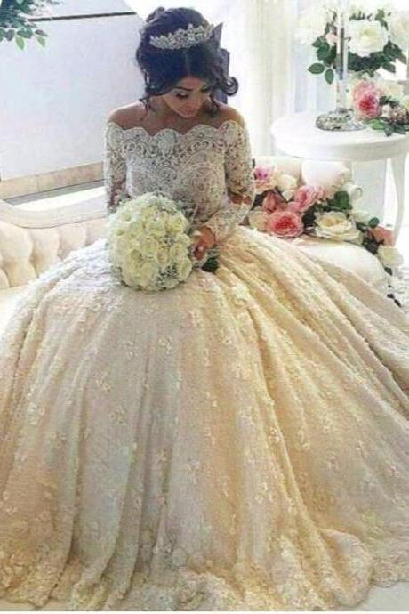 2018 Luxury Vintage Full Lace Wedding Dresses Off Shoulder Bateau Long Sleeves Ball Gown Bridal Gowns With Beaded Pearls Court Train