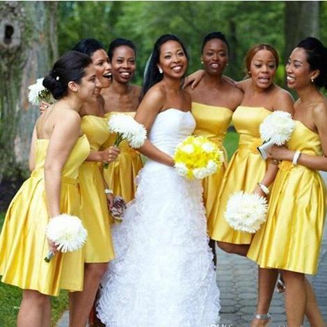 Stunning A Line Short Knee Length Bridesmaid Dress 2018 Yellow Strapless Sleeveless Country Maid of Honor Gowns with Handmade Flower